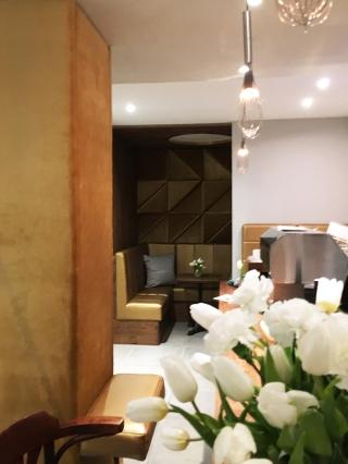 The Golden Lounge - Das Stadtcafe Landeck wurde im Januar 2018 für Sie zu Cafe, Restaurant und Bar umgebaut. Das Hauptaugenmerk liegt dabei zunächst auf Cafe, Frühstück, Brunch und Aperitivo sowie Bar und wird zeitlich versetzt im Anschluss den Betrieb als Restaurant mit mediterraner aufnehmen.