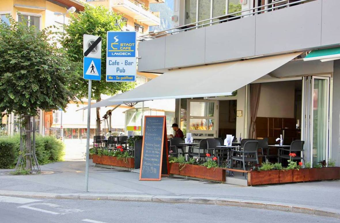 Stadtcafe Landeck, Terrasse im Sommer
