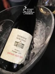 Genießen Sie den Smaragd der Domäne Wachau servieren Wein u.a. vom Weingut Georg Preisinger im Stadtcafe Landeck. Cafe Restaurant Bar in 6500 Landeck