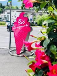 Eis zum Mitnehmen oder auf der Sonnenterrasse schlemmen. Stadtcafe Landeck am Kreisverkehr.