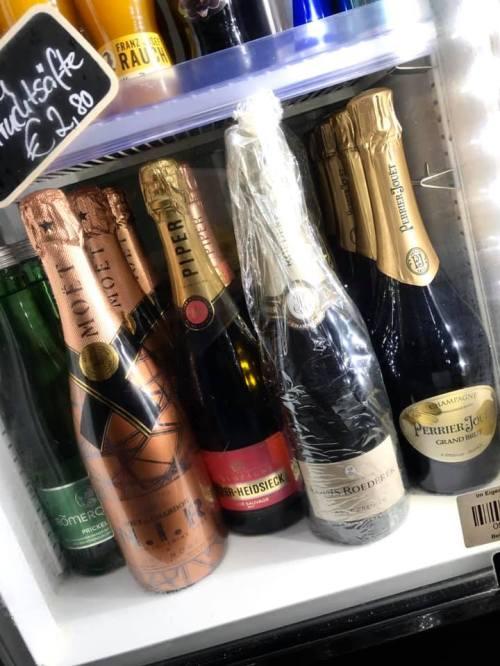 Große Champagner Auswahl im Stadtcafe Landeck. Cafe Landeck, Malserstrasse 49 in 6500 Landeck.