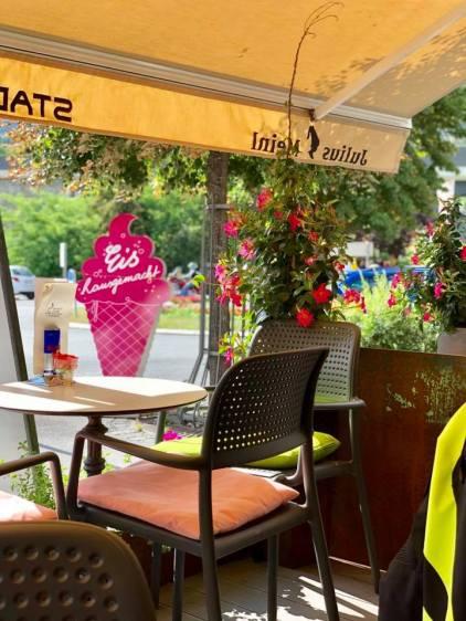 Kaffeegenuß auf der Sonnenterrassen mitten in Landeck. Malserstrasse 49, 6500 Landeck.